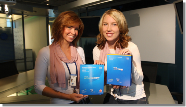 Weronika and Niina with Internet Security 2009 and Anti-Virus 2009